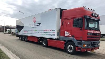 Nieuwe bestickering voor M-plastics vrachtauto's - M-plastics